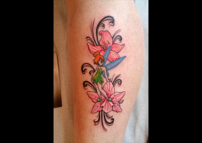 Tattoo Tinkerbell Blumen
